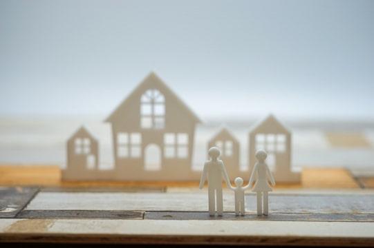 家と家族の画像